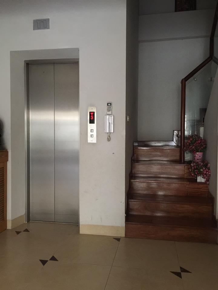 Bán nhà ở Hoàng Hoa Thám, DT 50m2, 7 tầng MT 4m giá chỉ 6,5 tỷ