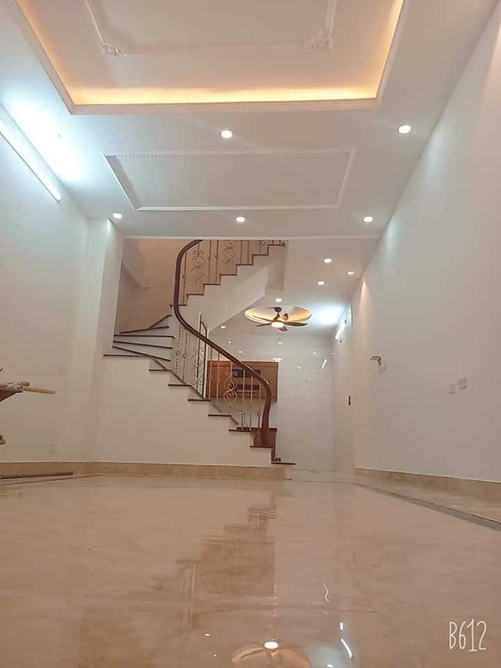 Cấn bán gấp nhà 4 tầng phố Tam Trinh 48m2, MT4m phù hợp kinh doanh