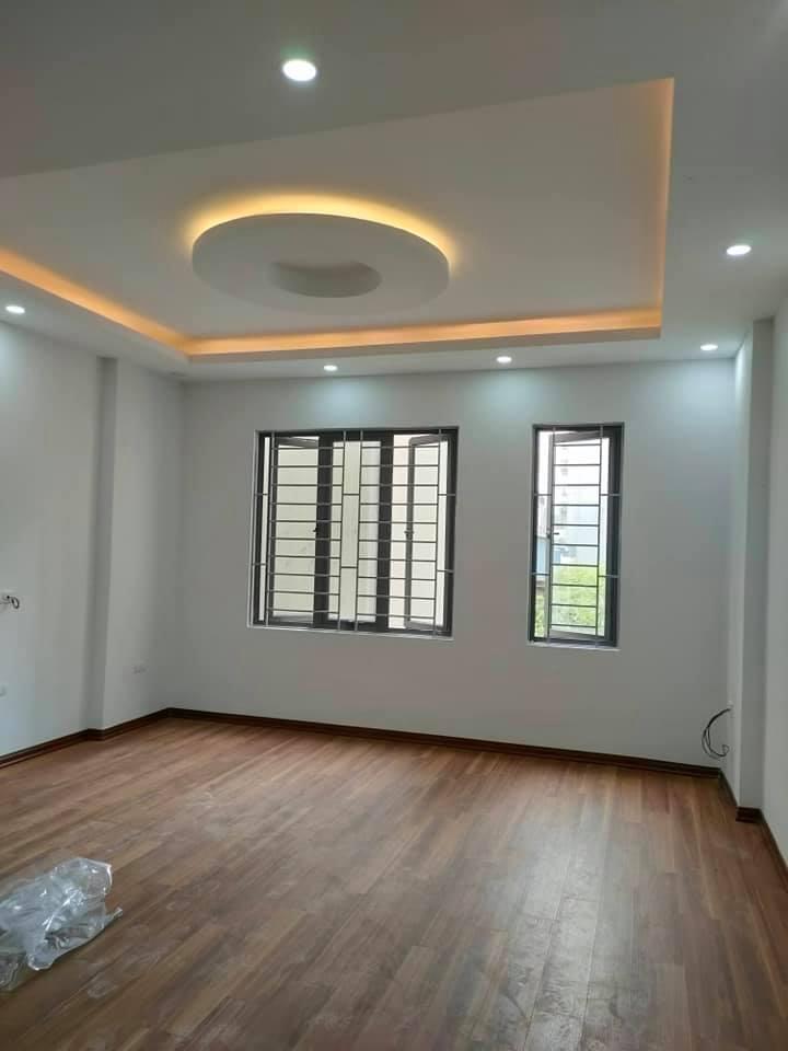 Bán gấp nhà Vĩnh Hưng, Hoàng Mai, Hà Nội, ô tô đỗ cửa, cách mặt phố 3 bước chân