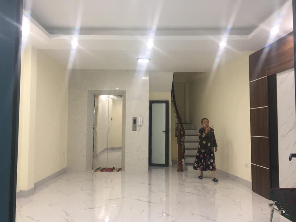 Bán gấp nhà Trương Định, Hai Bà Trưng, Hà Nội, có thang máy 5 tầng, 30m ra phố